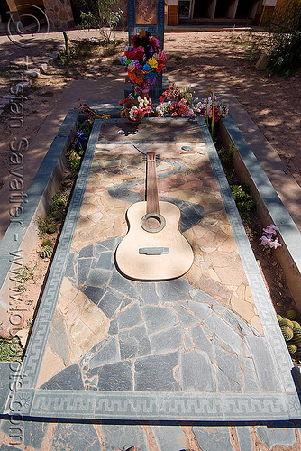 tomb of ricardo vilca - humahuaca (argentina), cemetery, composer, grave, graveyard, guitar, guitarist, noroeste argentino, quebrada de humahuaca, ricardo vilca, tomb, tombstone