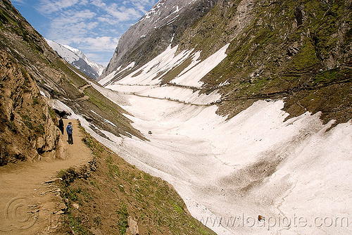 trail and glacier - amarnath yatra (pilgrimage) - kashmir, amarnath yatra, glacier, kashmir, mountain trail, mountains, pilgrimage, pilgrims, snow, trekking, yatris, अमरनाथ गुफा