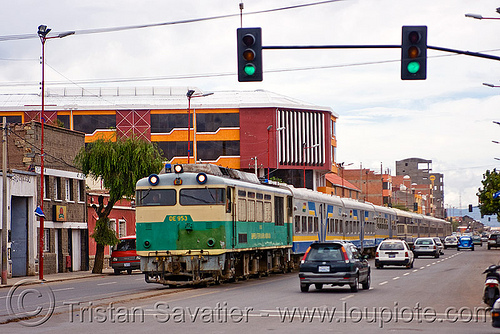 train and cars share the street - oruro (bolivia), cars, de 953, diesel electric, enfe, expreso del sur, fca, locomotive, oruro, passenger train, railroad tracks, rails, railway tracks, road, sharing, street, traffic lights, train engine