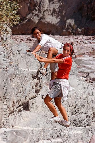 trekking in argentina, alma, iruya, noroeste argentino, pilar, quebrada de humahuaca, river bed, rocks, san isidro, trail, trekking, women