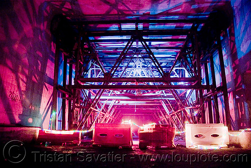 tunnel construction scaffolding, abandoned, backlight, cavage, f7, fc crew, frotte connard, nanterre, paris, rave party, saoulaterre, scaffolding, shadows, train tunnel, trespassing, tunneling equipment, urban exploration, urbex