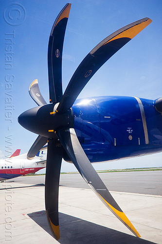turboprop propeller in feathered pitch position, aircraft, atr-72-212a, atr-72-500, borneo, malaysia, maswings, plane propeller, propeller blades, turboprop engine, turboprop propeller