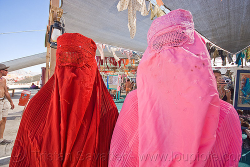 two people in chadri - burning man 2010, arabian, burka, burning man, burqa, chador, chadri, headgear, hijab, islam, islamic, muslim, pink, red, veil, voile integral, voile intégral, voile islamique, women, برقع, چادر