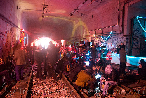 underground rave party in abandoned train tunnel - rails - saoulaterre - FC crew - frotte connard - F7 - cavage records - université paris X nanterre, people, trespassing, urban exploration, urbex