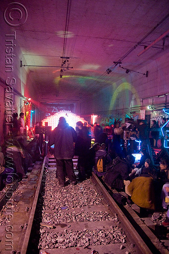 underground rave party in abandoned train tunnel - rails - saoulaterre - FC crew - frotte connard - F7 - cavage records - université paris X nanterre, nanterre, paris, trespassing, tunnel, urbex