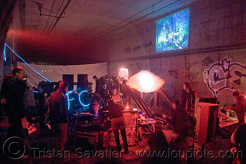 underground rave party in abandoned train tunnel - saoulaterre - FC crew - frotte connard - F7 - cavage records - université paris X nanterre, nanterre, paris, trespassing, tunnel, urbex