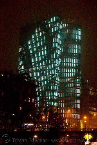 uniqa tower - LED-light-morphing (wien - vienna), building, glowing, high-rise, led lights, licht kunst, morphing, night, tower, twists and turns, uniqa, vienna, wien