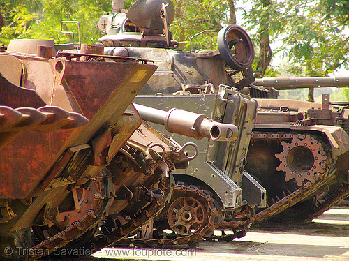 US tanks - war - vietnam, army tank, hué, memorial, military, rusty, vietnam war
