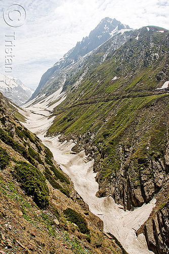 valley and trail - amarnath yatra (pilgrimage) - kashmir, amarnath yatra, hiking, hindu pilgrimage, india, kashmir, mountain trail, mountains, pilgrims, snow, trekking, v-shaped valley