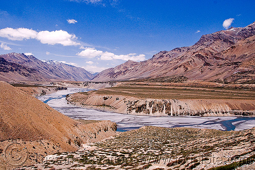 valley between sarchu and lachulung pass - manali to leh road (india), india, ladakh, mountains, river bed, sarchu, valley