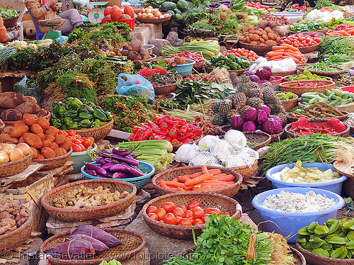 7835 - vegetables at farmers market (vietnam), colorful, farmers market, lang sơn, produce, stall, street market, street seller, vegetables, veggies, vietnam