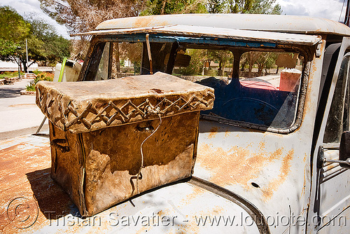 vintage leather luggage bag on old jeep hood (argentina), 4x4, all-terrain, argentina, cafayate, calchaquí valley, classic car, hood, leather bag, leather box, lorry, luggage, molinos, noroeste argentino, old, pickup truck, rusty, valles calchaquíes, willy's jeep