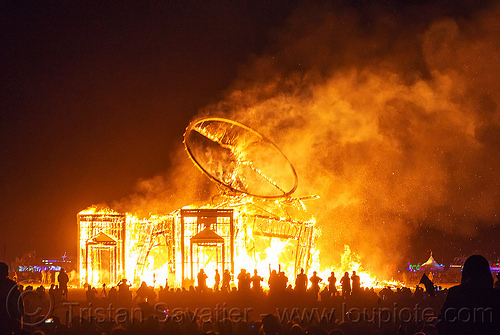 vitruvian man collapse in fire - burning man 2016, burning man, fire, flame, night, the man, vitruvian man