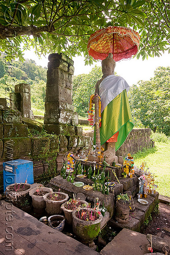 wat phu champasak (laos), altar, god, hindu temple, hinduism, khmer temple, people, ruins, statue, stone, umbrella