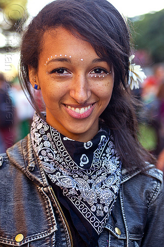 white dots eye makeup, black bandana, black bandanna, burning man decompression, tenisha, woman