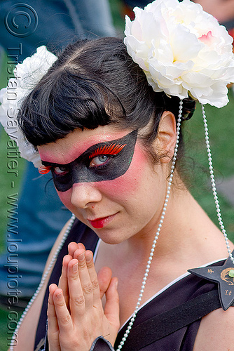 white flowers in hair - white pearls - black face paint - red eyelashes extensions (san francisco), eyelashes extensions, how weird festival, makeup, red eyelashes, white flowers, white pearls, woman