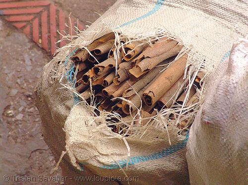 whole cinnamon - vietnam, bags, bulk, chợ đồng xuân, cinnamon, dong xuan market, hanoi