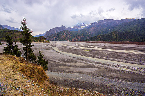 wide river bed - kali gandaki valley between jomsom and kagbeni - himalayas (nepal), annapurnas, kali gandaki river, kali gandaki valley, mountains, nilgiri, river bed, water