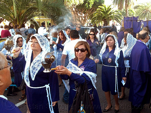 women holding thuribles with burning incense, censers, crowd, incense, lace, lord of miracles, parade, peruvians, procesión, procession, religion, señor de los milagros, smoke, smoking, street, thuribles, veiled, white veils, women