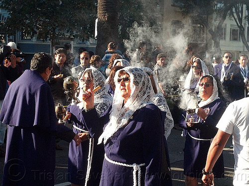 women with smoking thuribles - burning incense - catholic procession, backlight, censers, crowd, incense, lace, lord of miracles, parade, peruvians, procesión, procession, religion, señor de los milagros, smoke, smoking, street, thuribles, veiled, white veils, women