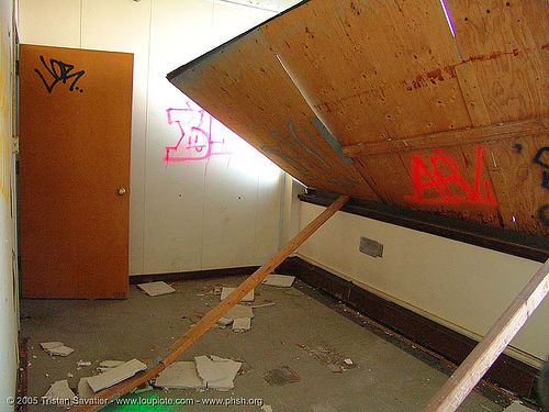 wood boarding - abandoned hospital (presidio, san francisco) - phsh, abandoned building, abandoned hospital, decay, graffiti, presidio hospital, presidio landmark apartments, trespassing, urban exploration