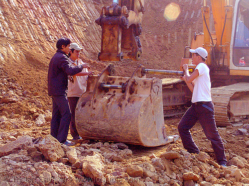 workers attaching excavator bucket, at work, bucket attachment, cao bằng, excavator bucket, groundwork, liebherr 912 litronic excavator, liebherr excavator, road construction, roadworks, vietnam, working