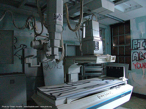 x-ray-machine - abandoned hospital (presidio, san francisco) - phsh, abandoned building, abandoned hospital, decay, graffiti, presidio hospital, presidio landmark apartments, radiography, trespassing, urban exploration, x-ray machine