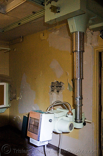 x-ray machine - abandoned hospital (presidio, san francisco) - PHSH, abandoned building, abandoned hospital, presidio hospital, presidio landmark apartments, radiography, trespassing, x-ray machine