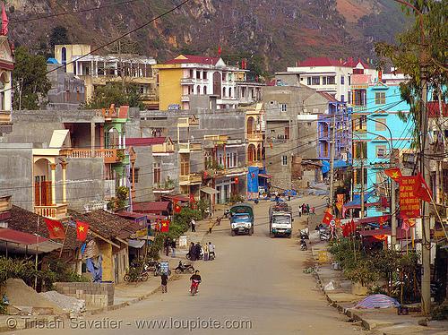 Yên minh - vietnam, buildings, cars, cityscape, ha giang province, houses, hà giang province, mountains, people, road, street, town, yen minh, yên minh