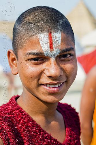 young hindu devotee (india), boy, hindu, hinduism, kumbha mela, maha kumbh mela, man, pilgrim, shaven head, tilak, tilaka, yatri