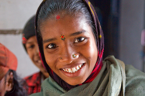young indian woman, circus performer, girl, itinerant circus, nose piercing, nostril piercing, tilak, tilaka, woman