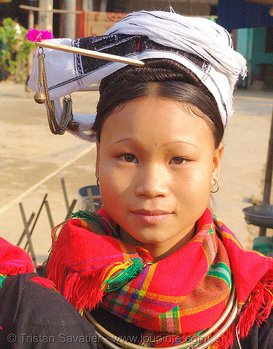 "young ""kim mun lantien sha"" dao/yao tribe woman wearing celestial crown headdress - vietnam, asian woman, bảo lạc, celestial crown, dao tribe, dzao tribe, headdress, headwear, hill tribes, indigenous, kim mun lantien sha, tribe girl, yao tribe, zao tribe"