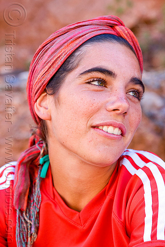 young woman wearing red - pilar pitòn (argentina), adidas, argentina, eyebrows, green eyed, green eyes, head band, noroeste argentino, pilar, quebrada de humahuaca, red, woman