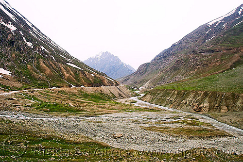 zojila pass - drass river - drass valley - leh to srinagar road - kashmir, dras valley, drass river, drass valley, kashmir, mountains, river bed, zoji la, zoji pass, zojila pass