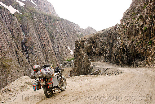 zojila pass - drass valley - leh to srinagar road - kashmir, 500cc, dras valley, drass valley, india, kashmir, motorcycle touring, mountains, road, royal enfield bullet, zoji la, zoji pass, zojila pass