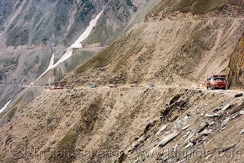 zojila pass - drass valley - leh to srinagar road - kashmir, dras valley, drass valley, india, kashmir, lorry, mountain pass, mountains, road, trucks, zoji la, zoji pass, zojila pass