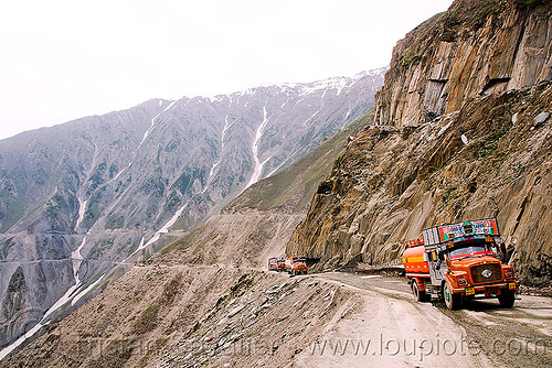 zojila pass - drass valley - leh to srinagar road - kashmir, dras valley, drass valley, india, kashmir, lorry, mountain pass, mountains, road, tata motors, trucks, zoji la, zoji pass, zojila pass